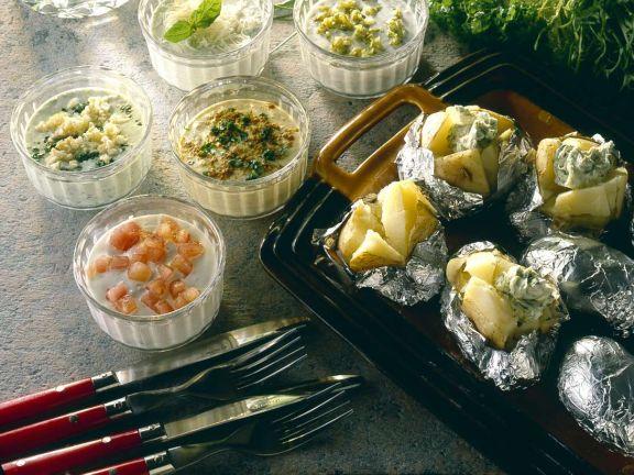 Ofenkartoffeln mit verschiedenen Saucen