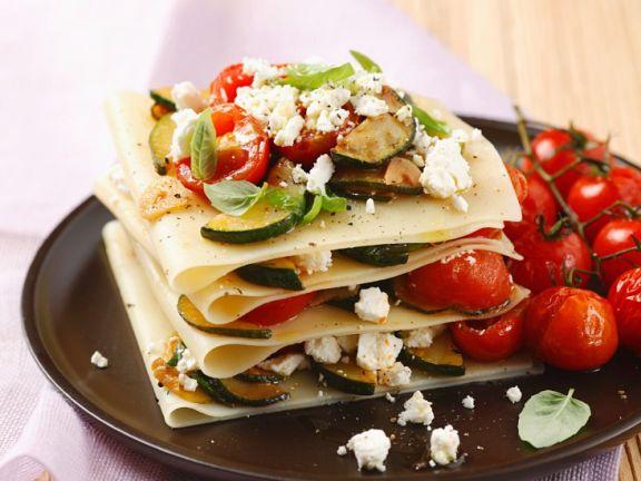 Offene Lasagne mit Gemüse und Schafskäse