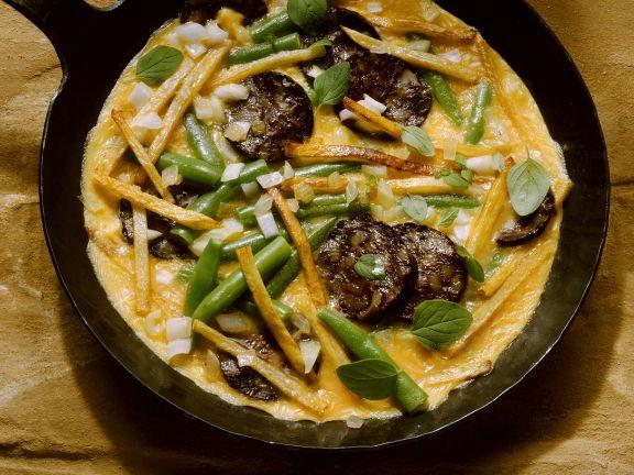 Omelett mit Bohnen, Kartoffeln und Wurst