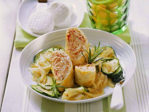 Omelette-Röllchen auf Zucchini