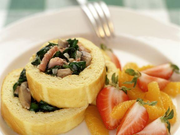 Omelettrollen mit Obstsalat