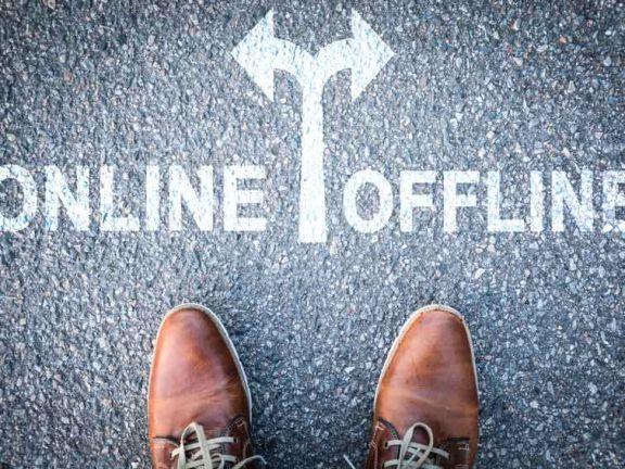 Pfeil mit Online und Offline
