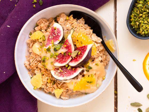 Orientalisches Porridge mit Orangen und Feigen