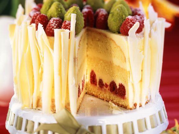 Oster-Sekt-Torte mit Buttercremefüllung und Himbeeren