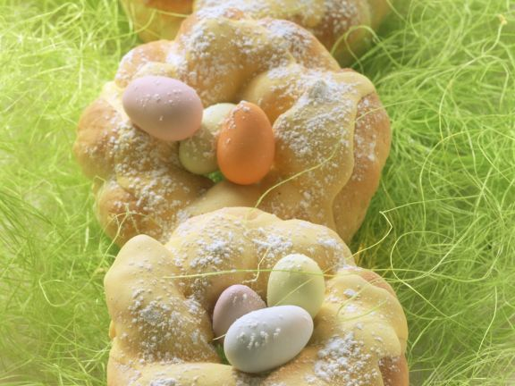 Osternester aus Quark-Hefeteig
