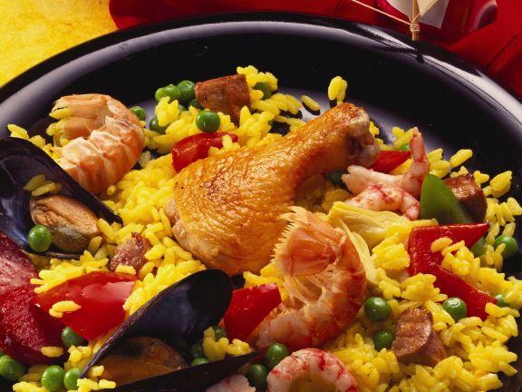 paella mit verschiedenem fleisch scharfer wurst und meeresfr chten rezept eat smarter. Black Bedroom Furniture Sets. Home Design Ideas