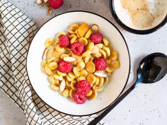 Pancake Cereal mit Beeren