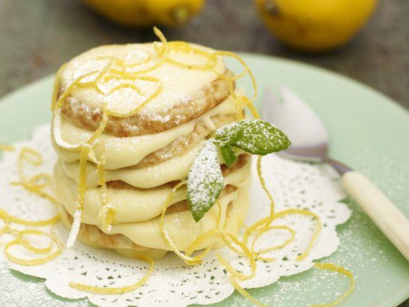 Pancake-Turm mit Zitronencreme