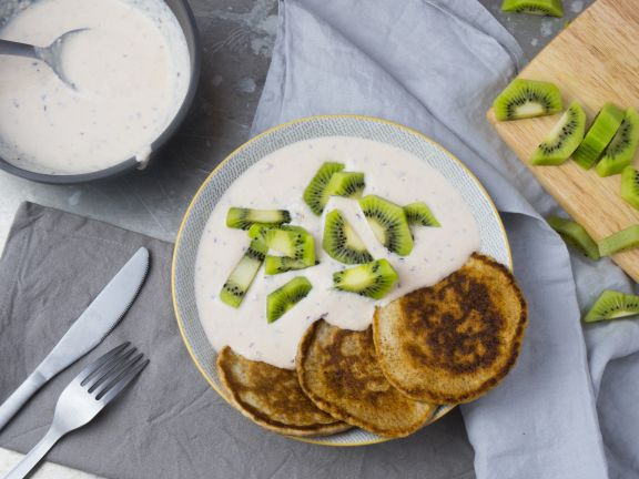 Pancakes mit Joghurt und Kiwi