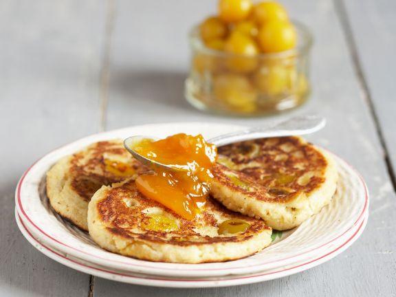Pancakes mit Mirabellenkompott