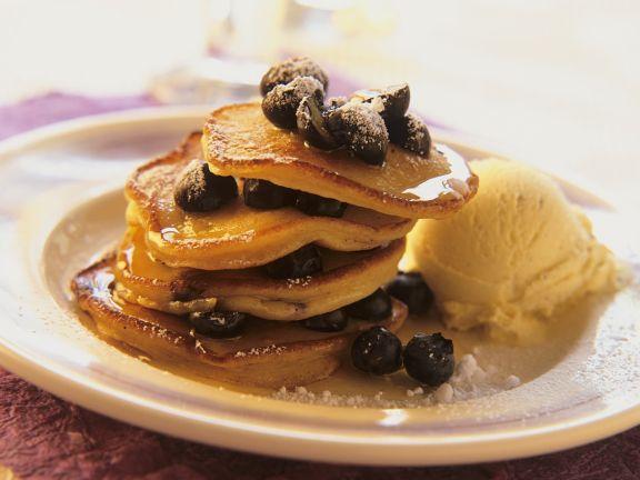 Pancakes mit Vanilleeis