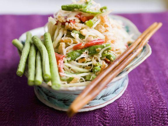 Papayasalat mit Bohnen und Shrimps