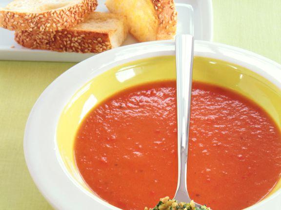 Paprika-Kartoffel-Suppe mit Erdnuss-Gremolata