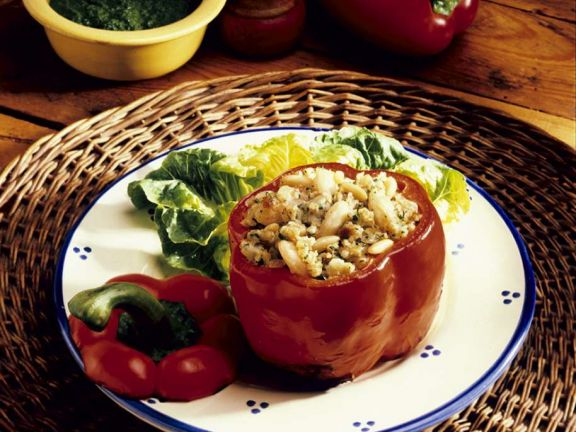 Paprika mit Couscous-Bohnenfüllung