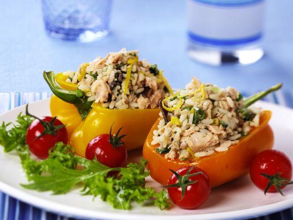 Paprika mit Lachs-Reis gefüllt
