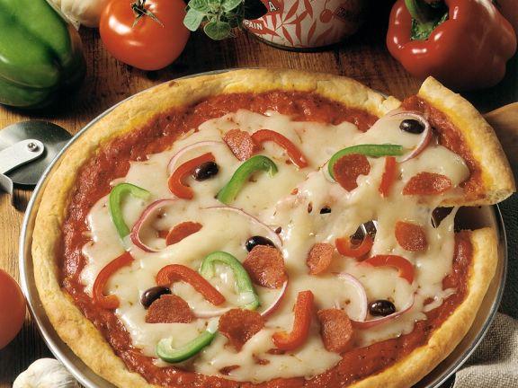 Paprika-Pizza mit Wurst