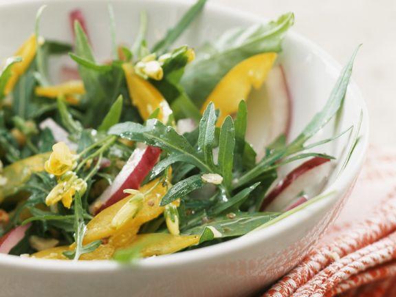 Paprika-Rucola-Salat mit Nussöldressing