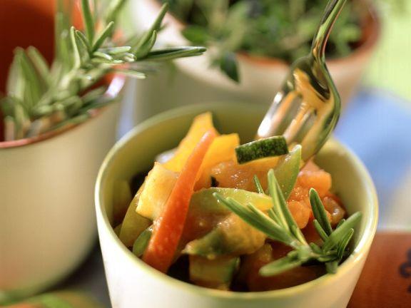 Paprika-Zucchini-Gemüse mit Kräutern der Provence