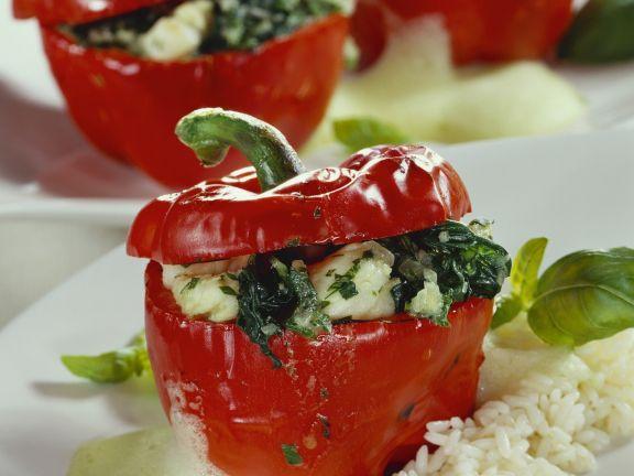 Paprikaschoten mit Seeteufel-Spinat-Füllung und Reis