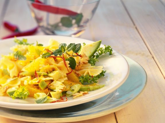 Pasta-Avocado-Salat mit Walnüssen