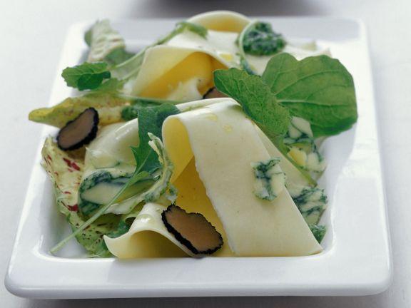 Pasta mit Blauschimmelkäse, Trüffel und Pesto