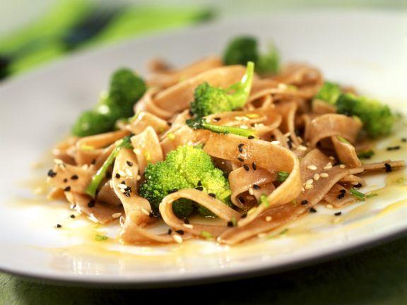 Pasta mit Broccoli-Sesam-Sauce
