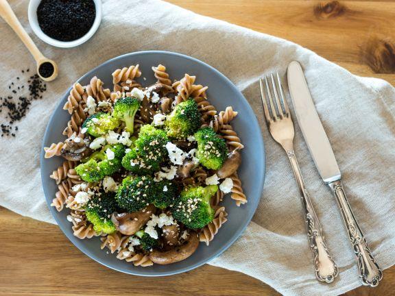 Pasta mit Brokkoli, Champignons und Feta