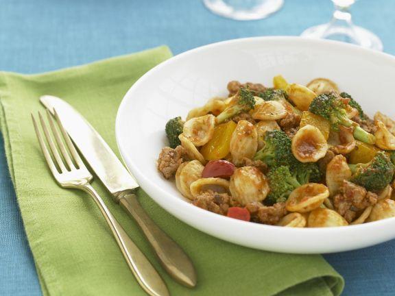pasta mit brokkoli wurst und paprika rezept eat smarter. Black Bedroom Furniture Sets. Home Design Ideas