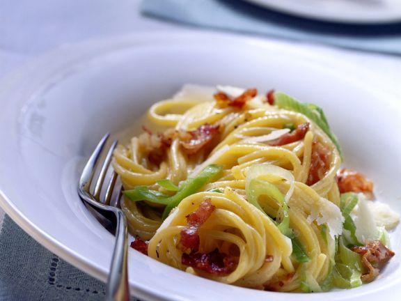 Pasta mit Carbonara-Lauch-Soße