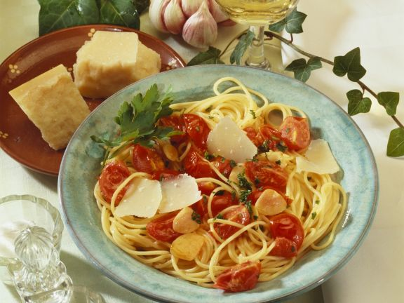 Pasta mit Cherrytomaten, Knoblauch und Parmesan