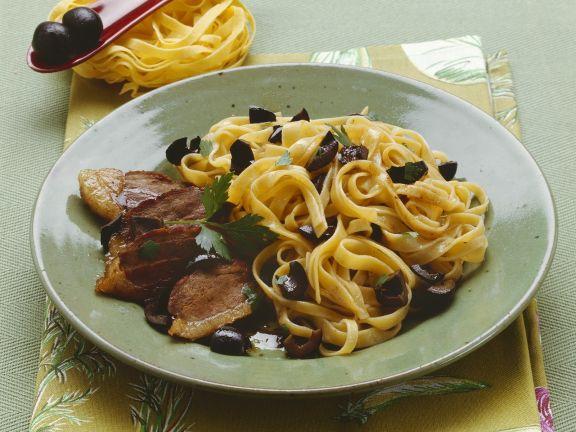 Pasta mit Entenbrust und schwarzen Oliven