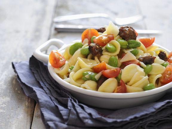 Pasta mit Fleischbällchen, Bohnen und Tomaten