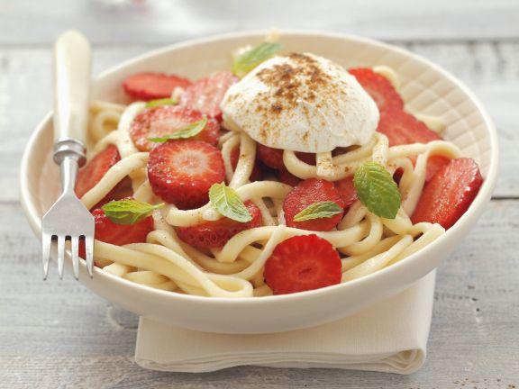 Pasta mit Frischkäse und Erdbeeren