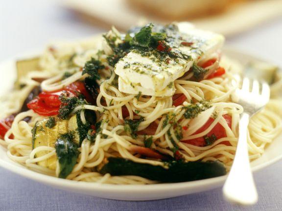 Pasta mit Gemüse, Ziegenkäse und Minze
