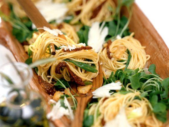 Pasta mit getrockneten Tomaten und Portulak