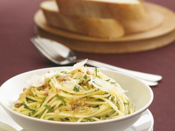Pasta mit Knoblauch und Sardellen
