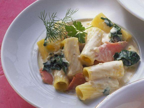 Pasta mit Lachs-Spinat-Soße