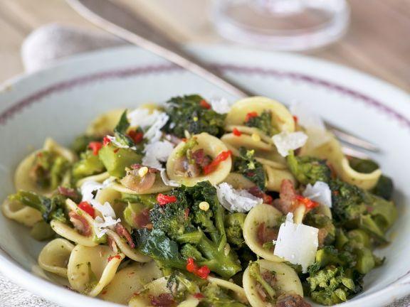 Pasta mit luftgetrocknetem Schinken (Pancetta), Brokkoli und Parmesan