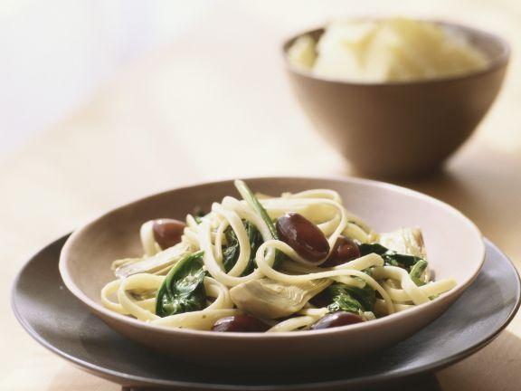 Pasta mit Oliven, Spinat und Artischocken