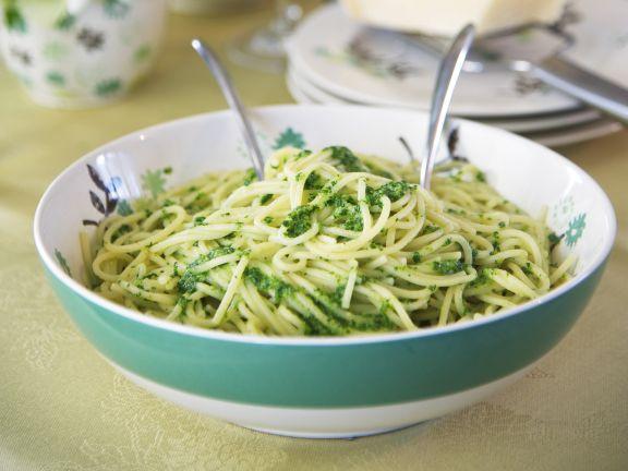 Pasta mit Pesto aus Brunnenkresse