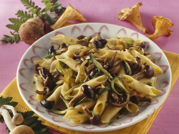 Pasta mit Pilzen-Zucchini-Pesto
