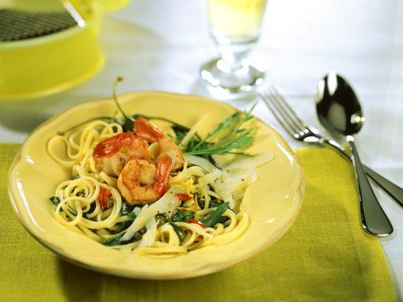 Pasta mit Scampi, Tomaten und Rucola