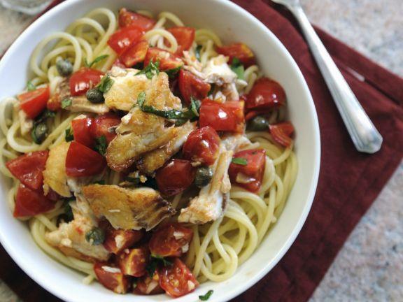 Pasta mit Schellfisch, Kapern und Tomaten