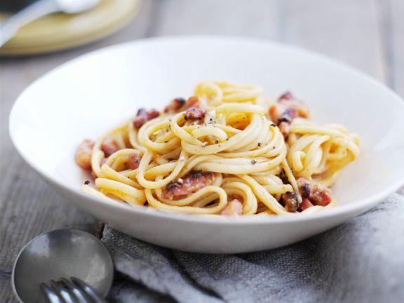 Pasta mit Speck und Ei