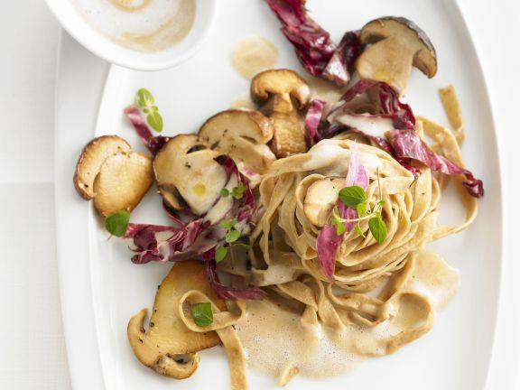 Pasta mit Steinpilz-Radicchio-Soße