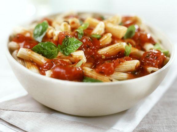 Pasta mit Tomaten-Basilikum-Sauce