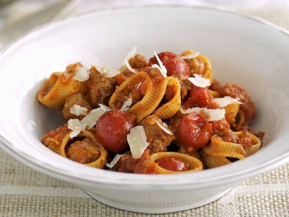 Pasta mit Tomaten und Hackfleischklößchen