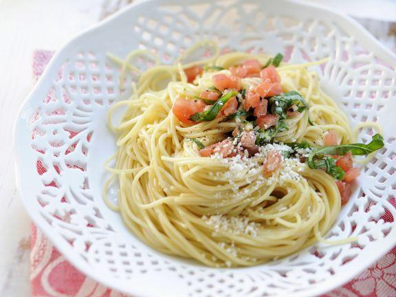Pasta mit Tomaten und Parmesan