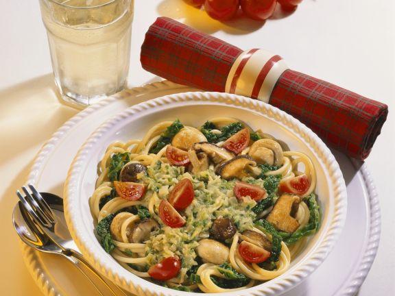 Pasta mit Wirsing, Pilzen und Tomaten