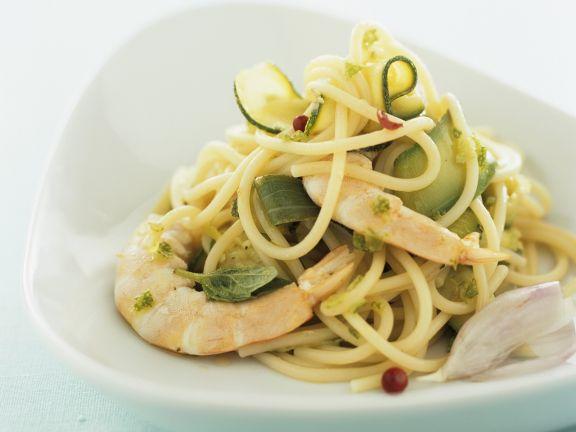 Pasta mit Zucchini, Shrimps und Knoblauch